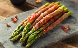 Dinner Tonight: Grilled Asparagus, Turkey Burgers on Romaine & Peaches
